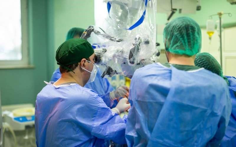 Iaşi: Tumoră de 6 cm localizată la baza creierului, extirpată cu succes la Spitalul de Neurochirurgie